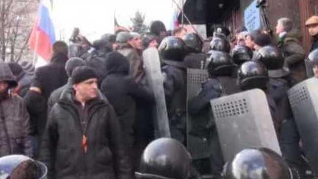 Pro-Russia Protesters Occupy Donetsk Prosecutor's Office