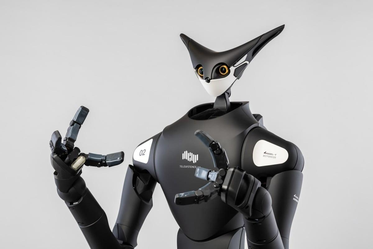 Robots gigantes apilan estantes en las tiendas de conveniencia japonesas