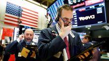 El Dow Jones cae 4 % por temor al COVID-19 pero logra una ganancia semanal
