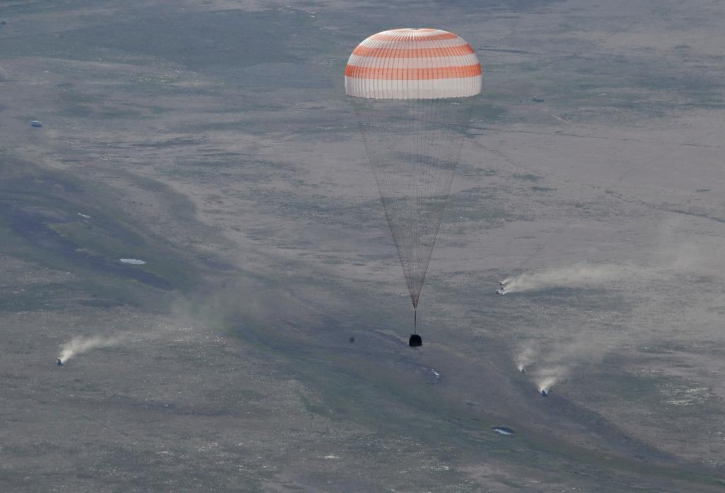 A Soyuz space capsule carrying Russian cosmonaut Anton Shkaplerov, US astronaut Scott Tingle and Japanese astronaut Norishige Kanai lands safely in Kazakhstan (AFP Photo/Dmitry LOVETSKY)
