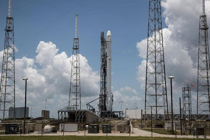 SpaceX's Falcon 9 rocket breaks up shortly after launch (updated)