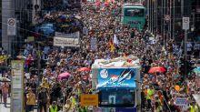 Milhares de pessoas protestam em Berlim contra restrições por coronavírus
