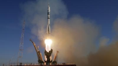 Raw: Time-lapse of Soyuz Rocket Before Launch