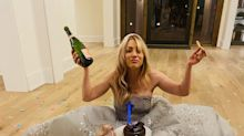 Kaley Cuoco documents her Golden Globes loss with champagne, pizza and so much cake