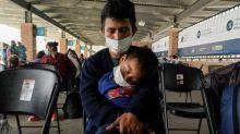 Child migrants: Massive drop in children held by border officials