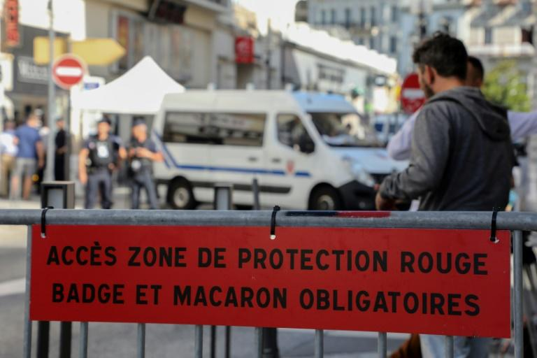"""A barrier designating a """"protected zone"""" is set up Biarritz where 13,000 officers are being deployed for the G7 (AFP Photo/ludovic MARIN)"""