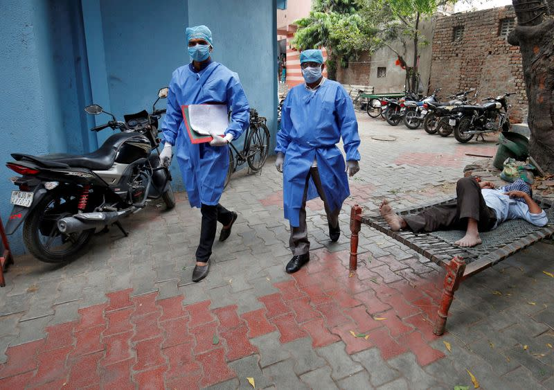 India struggles with coronavirus shutdown; Pakistan cases top 1,000