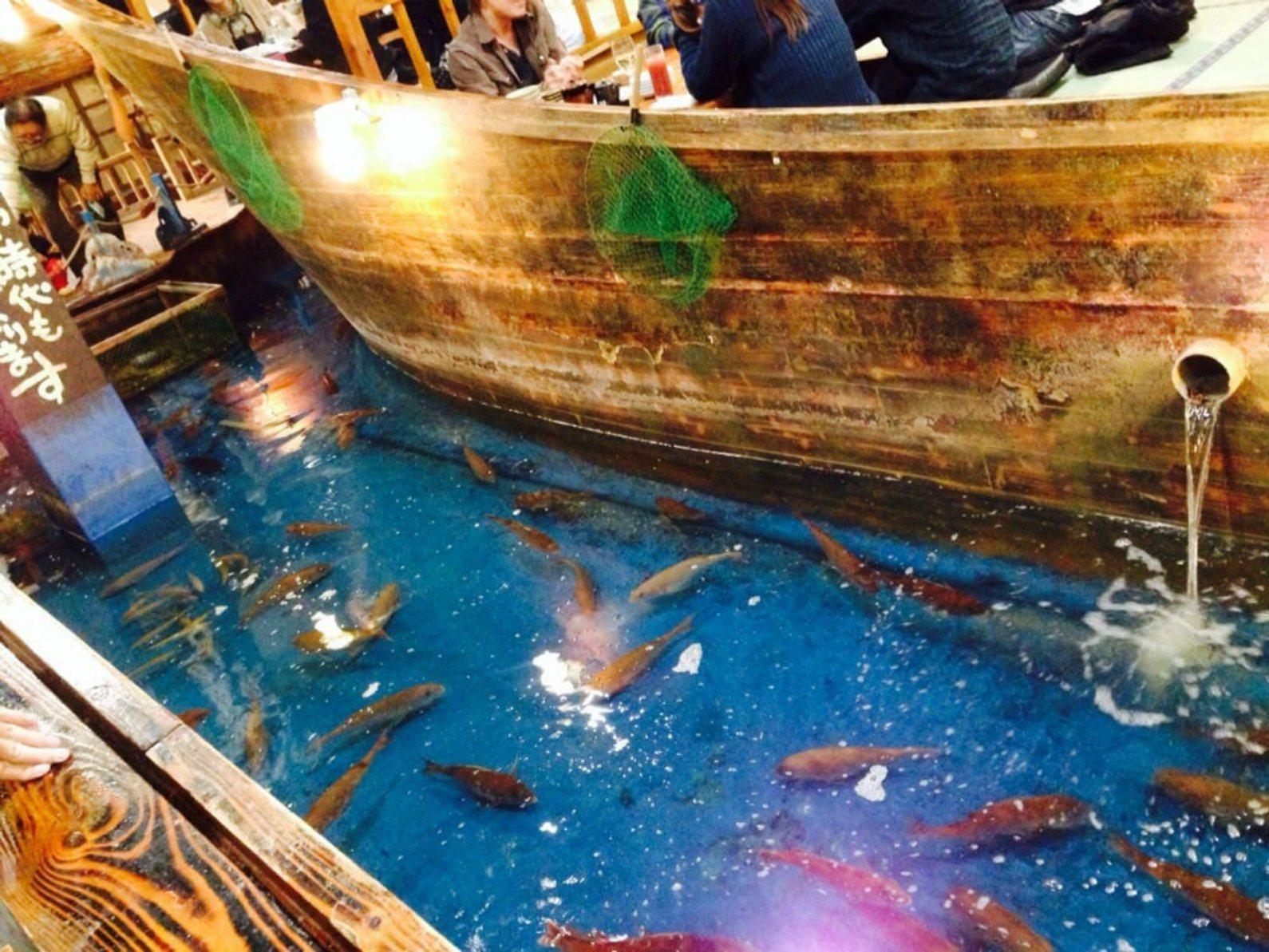 A new york city japanese restaurant lets you fish for your for One fish two fish restaurant