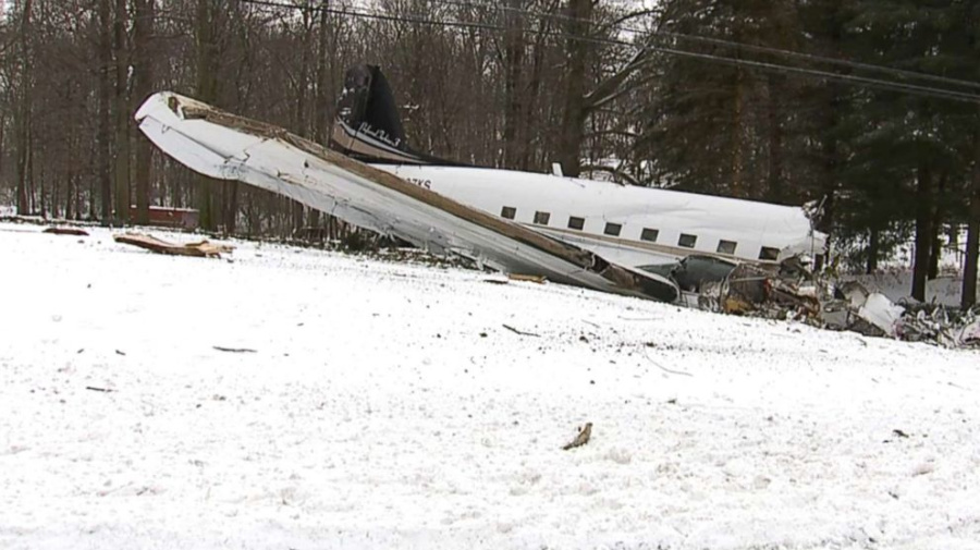 Officials: 2 dead in plane crash in Ohio