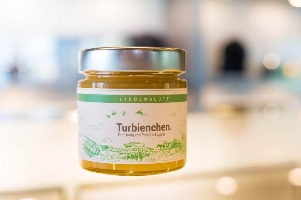 Porsche自產的蜂蜜以「Turbienchen」品牌上架,預計今年夏天在Porsche各服務中心都能買到