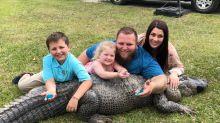 Casal americano revela o gênero de seu bebê com um crocodilo de três metros