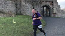 Pai corre meia maratona no lugar da filha de 29 anos que se suicidou