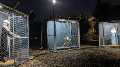 La imagen de Jesús, María y José separados y en jaulas recuerda el drama de los refugiados en la frontera