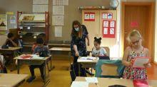 """Assouplissement du protocole sanitaire dans les écoles : """"C'est complètement contradictoire"""", estime la secrétaire du SNUipp-FSU en Seine-Saint-Denis"""
