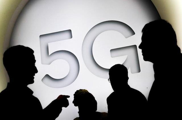 FCC loosens utility pole rules to accelerate 5G rollouts