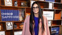 Demi Moore radiante con este look tricolor en Sundance