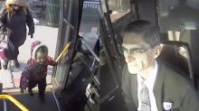 Busfahrer verzückt das Netz mit rührender Geste