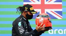 Lewis Hamilton riceve il casco di Micheal Schumacher dal figlio Mick