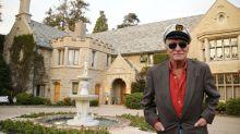 Playboy Mansion, a chi finirà la storica dimora di Hugh Hefner