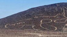Pérou: un gigantesque dessin de chat découvert dans le désert de Nazca