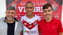 Leandro Silva comemora acerto com o Vitória
