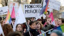 Une centaine de personnes rassemblées à Paris pour un meilleur accès à l'avortement