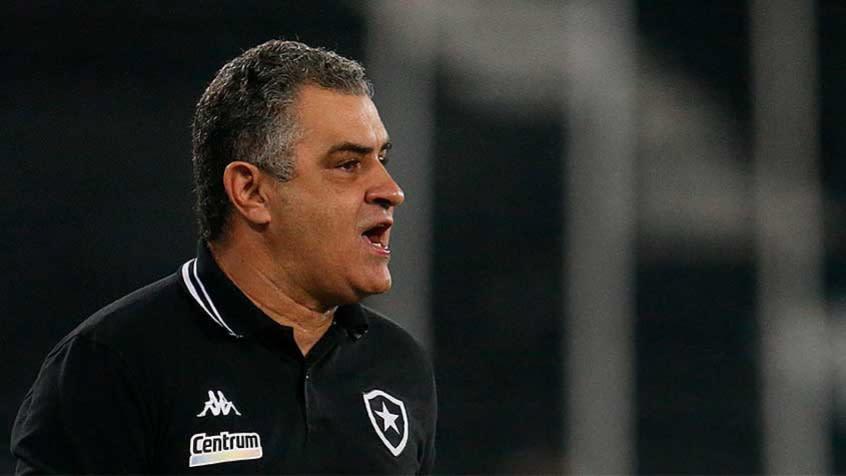 Chamusca fala sobre as dificuldades do Botafogo e diz que clube precisa de reforços: 'Temos possibilidades'