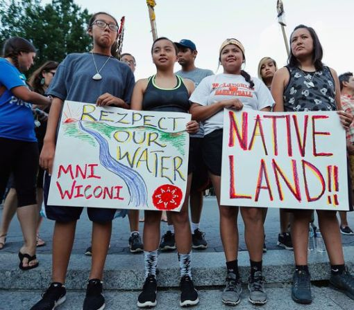 Protests to block North Dakota oil pipeline are heating up