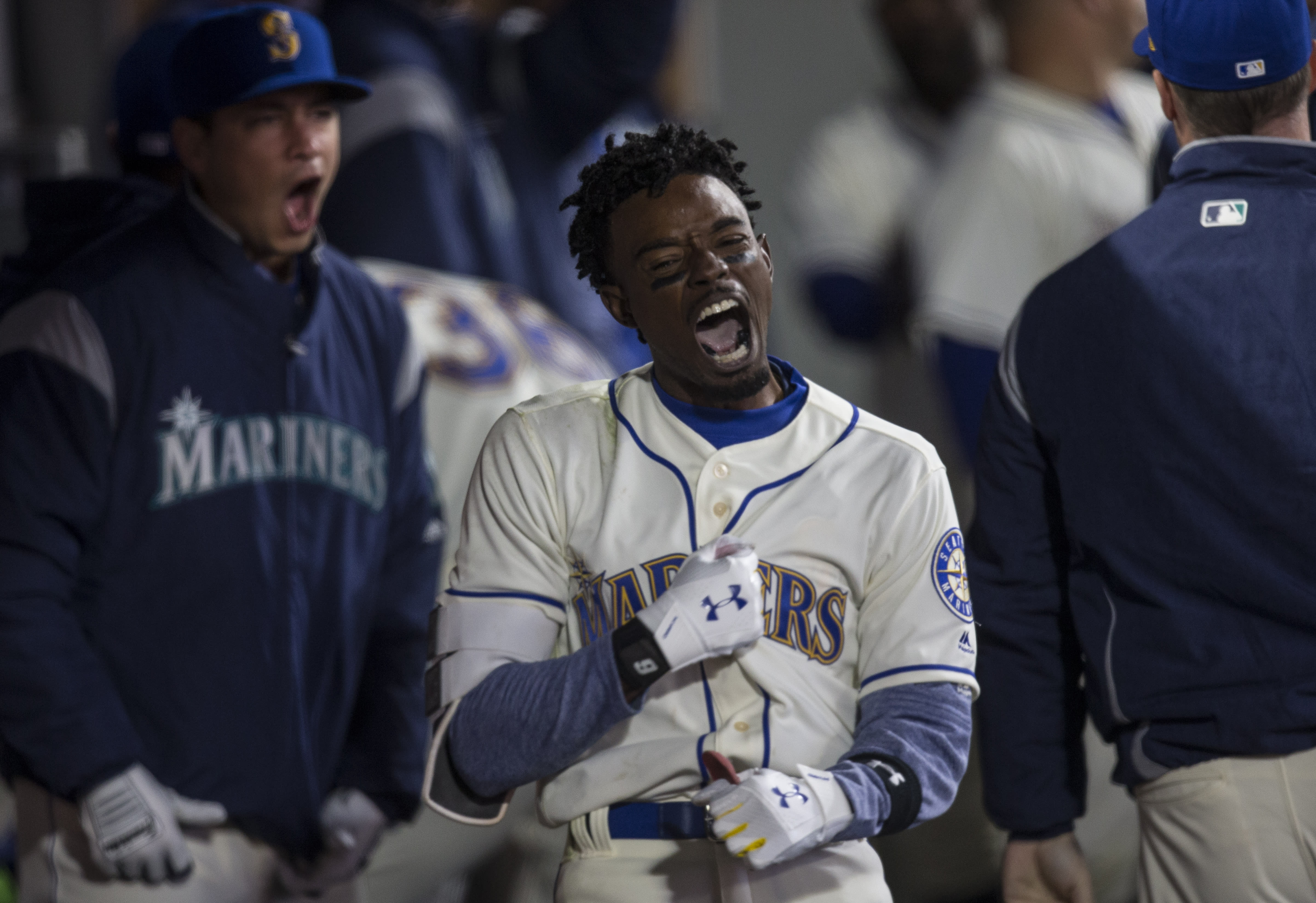 cheaper a3b66 b8114 Dee Gordon imitates Ken Griffey Jr. during first homer with ...