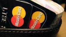 Une hausse moins salée pour les frais bancaires en 2018 selon une étude