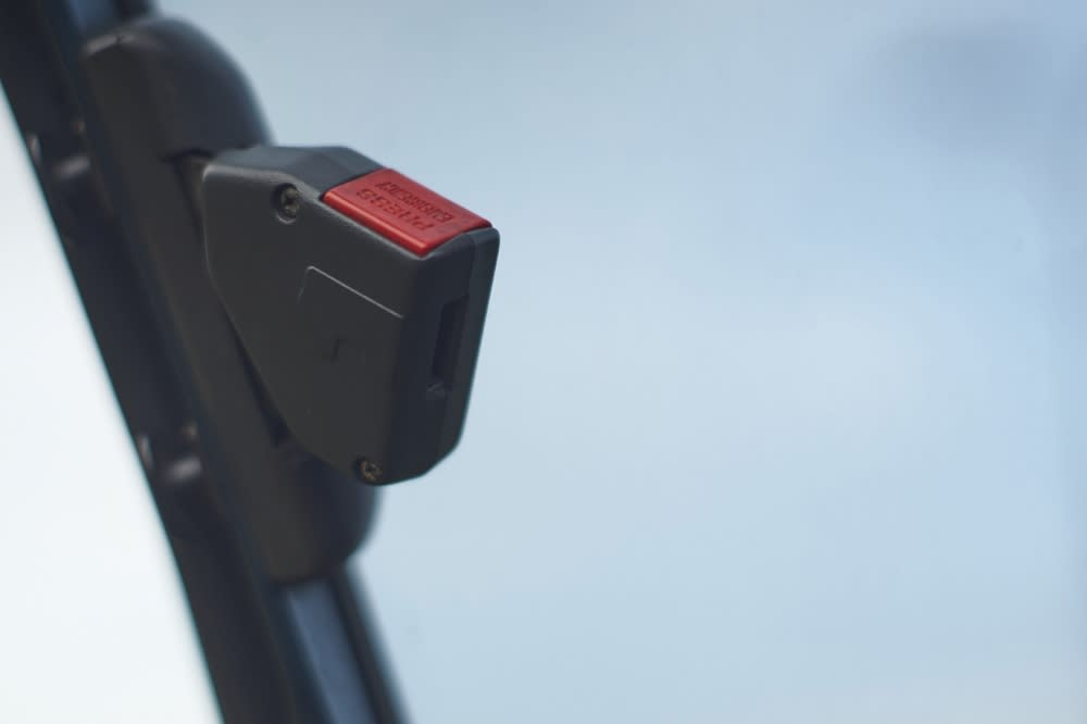 Corolla-07 兩段式的美規安全帶設計之一:肩部