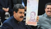 Con desconfianza, venezolanos buscan entender medidas de quitar ceros al bolívar y nuevos billetes