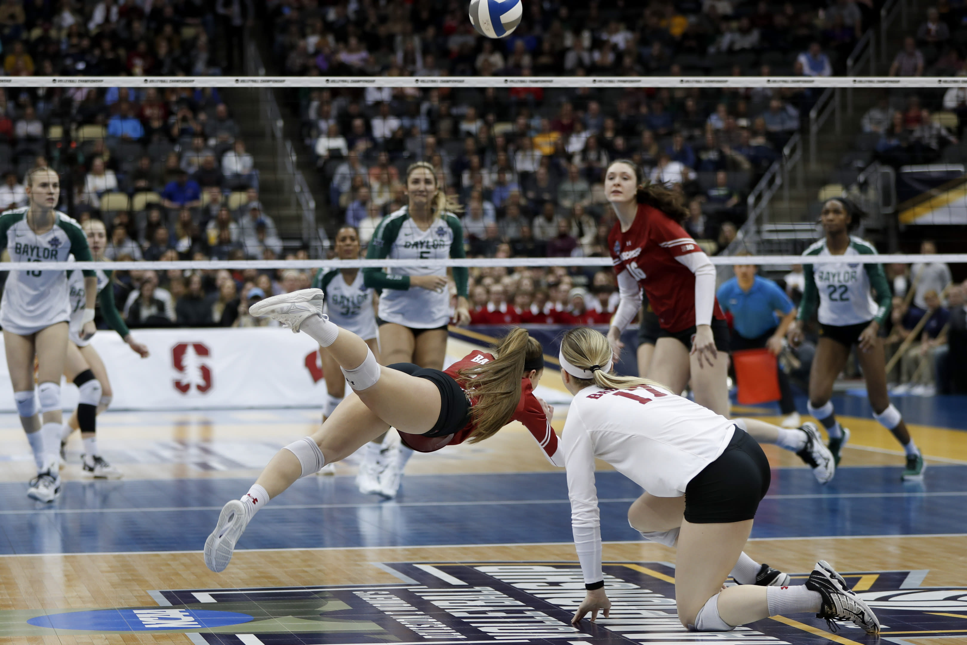 Wisconsin falls to Stanford in NCAA women's volleyball championship