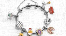 Joalheria lança linha de pingentes inspirada no seriado Friends