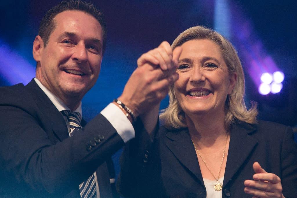 Marine Le Pen with Heinz-Christian Strache of Austria's far-right Freedom Party (AFP Photo/Vladimir Simicek)