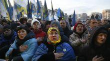 Ucranianos exigen que presidente sea firme ante Putin