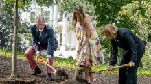 Melania Trump pflanzt einen Baum in High Heels und das Internet ist gespalten
