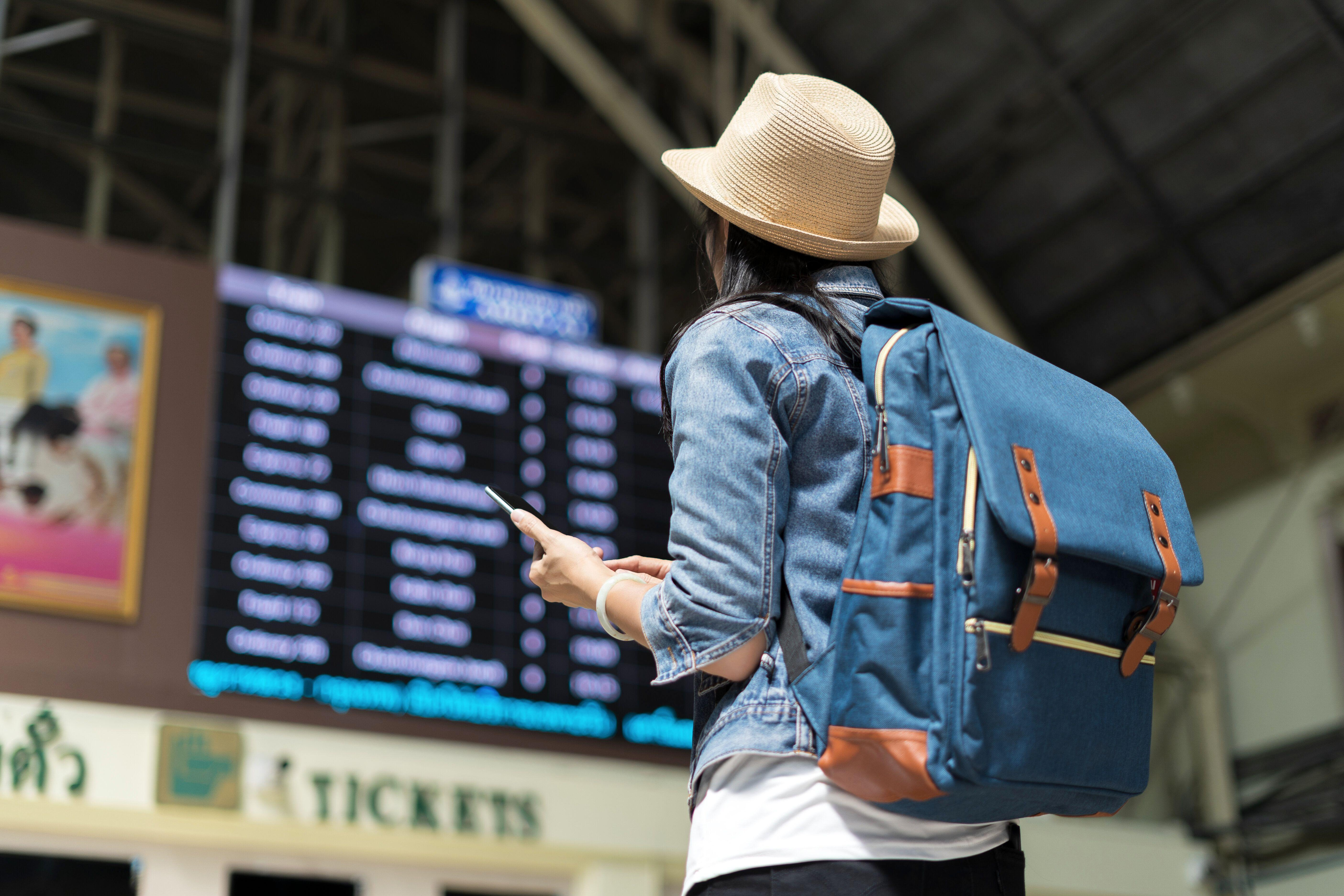 6 tips for saving money on your next flight abroad