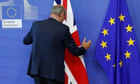 """Gobierno británico ve necesidad de """"Brexit"""" gradual, dice ministro de Finanzas"""