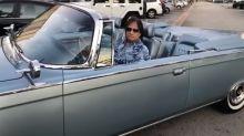 Roberto Carlos exibe foto com Chrysler conversível que pode valer mais de R$ 200 mil