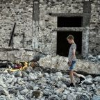 Greek holiday island battles to recover from deadly quake