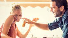 Micro-cheating: Descubre cómo afectarían a tu relación estas pequeñas infidelidades