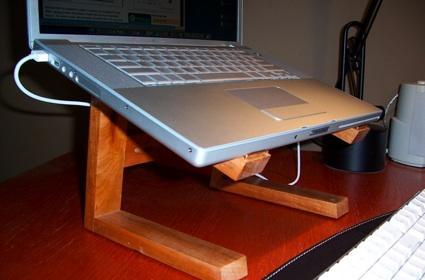 """WoodStand: Another DIY """"iCurve"""" laptop elevator"""