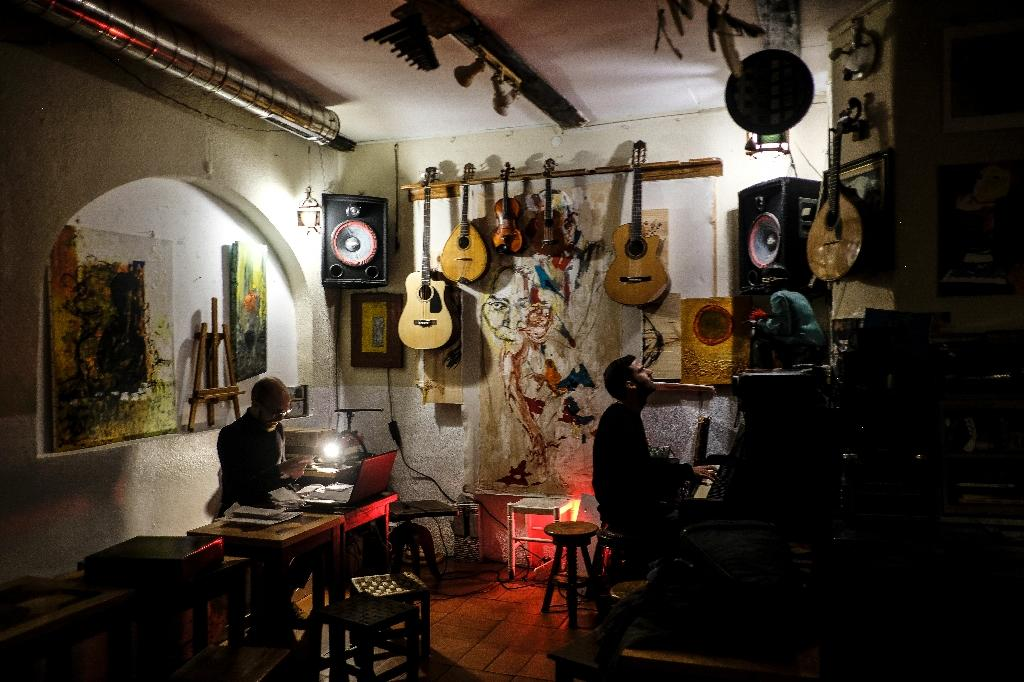 """Lisbon's Tejo Bar counts Madonna among its fans, and she credits it for having set the scene for her new album """"Madame X"""" (AFP Photo/PATRICIA DE MELO MOREIRA)"""
