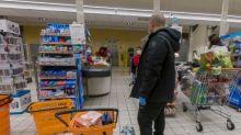 Grandes supermercados en Italia ofrecen descuentos a los pobres