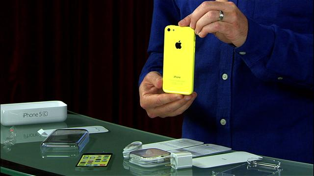 Unboxing the Apple iPhone 5C
