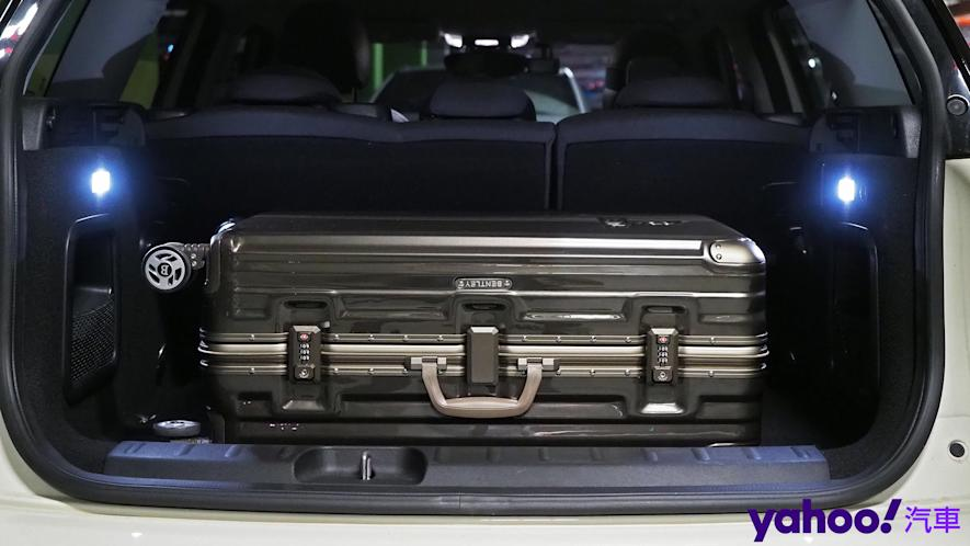 開車旅行更該極致優雅!Bentley 29吋PC+ABS鋁框輕量化行李箱迷人開箱 - 13