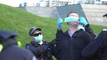 Detenções em Melbourne em protestos contra o confinamento