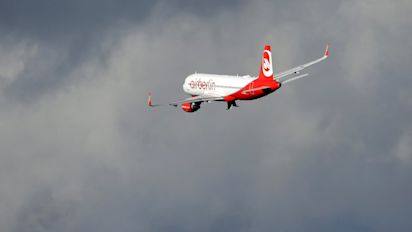Air Berlin pilots suspended after saying 'dignified goodbye' with fly-by stunt at Düsseldorf Airport