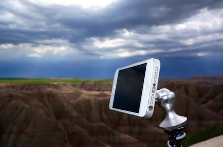 eleMount iPhone/iPad mount Kickstarts its way into production
